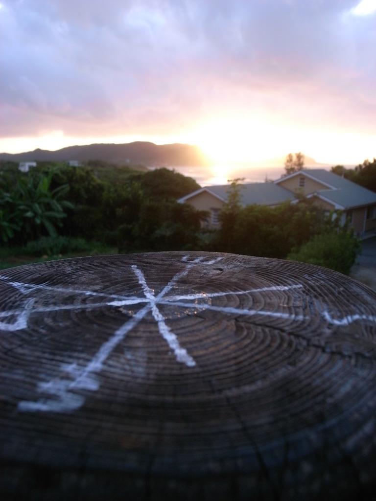 東から日が昇る