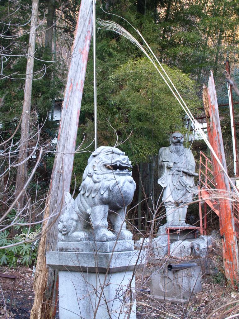 朽ちた神社