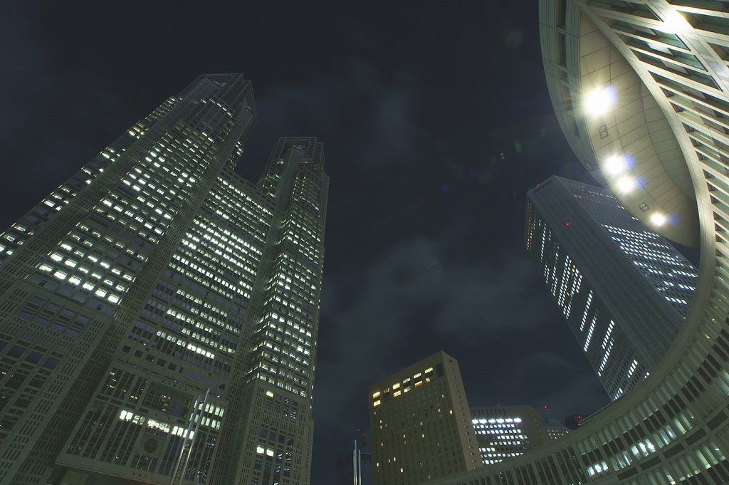 真夏の夜の都庁舎