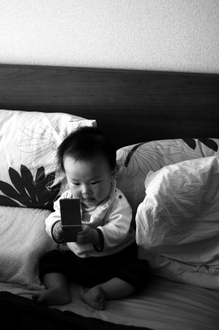 携帯に夢中