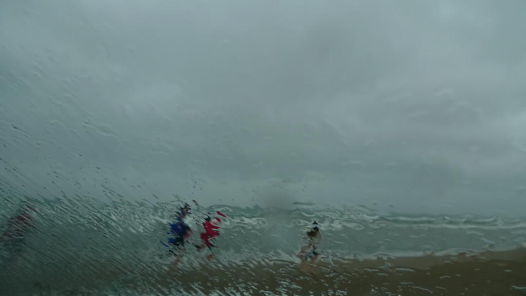 浜辺の驟雨