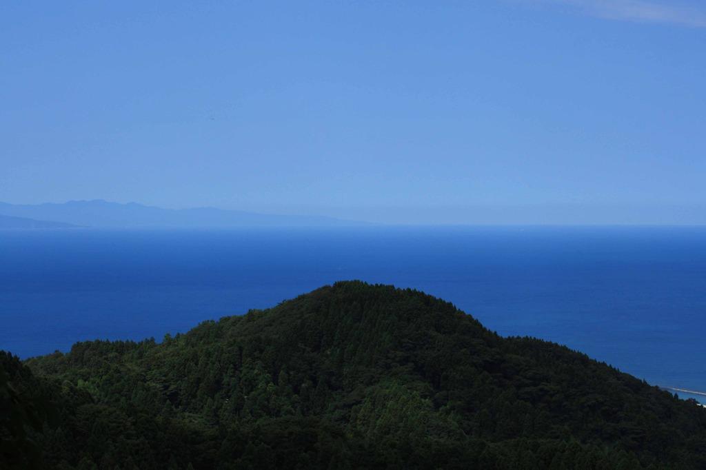 澄み切った空と日本海