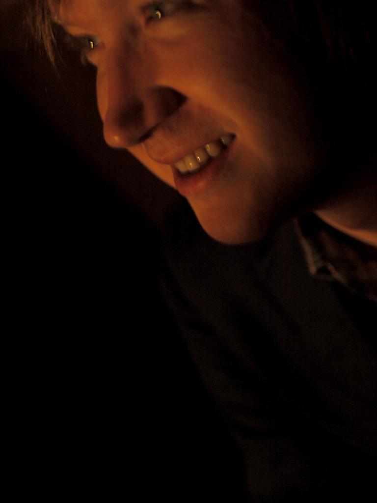 人物2 笑み