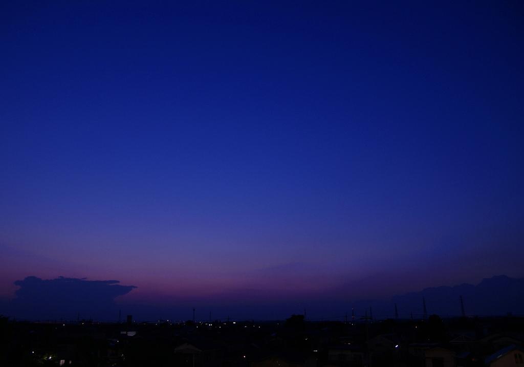 青に沈む街