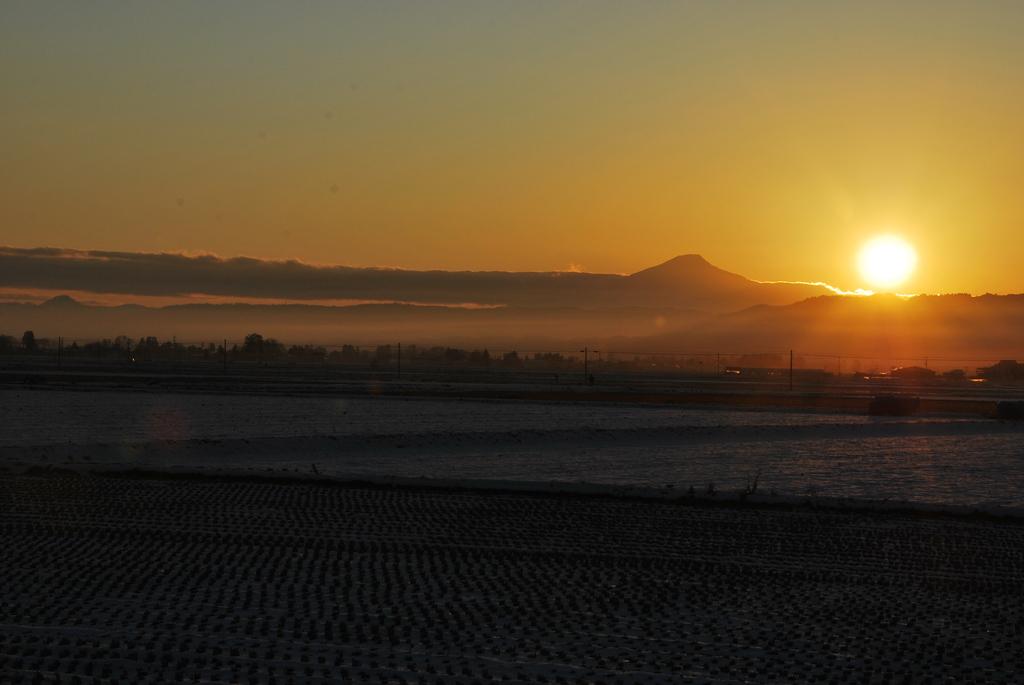 鳥海山と夕日
