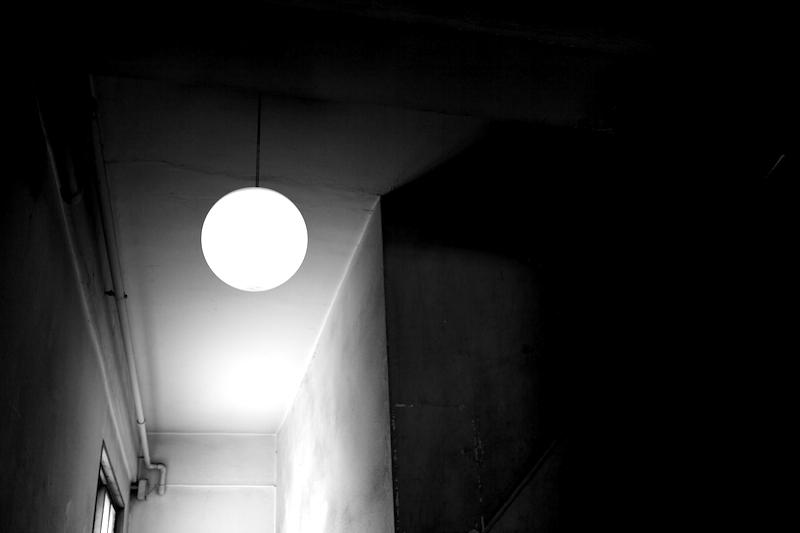 雑居ビルの灯り