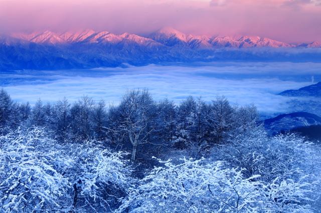 朝日差す北アルプス連峰