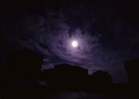 真昼の夜の月