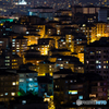 「窓」ランプを灯せば街は沈み 窓には部屋が映る