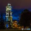 宵闇に輝く宮殿の時計台