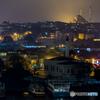 夜の霞を灯す街の明かり