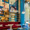 ブルーのアクセントが素敵なカフェ!