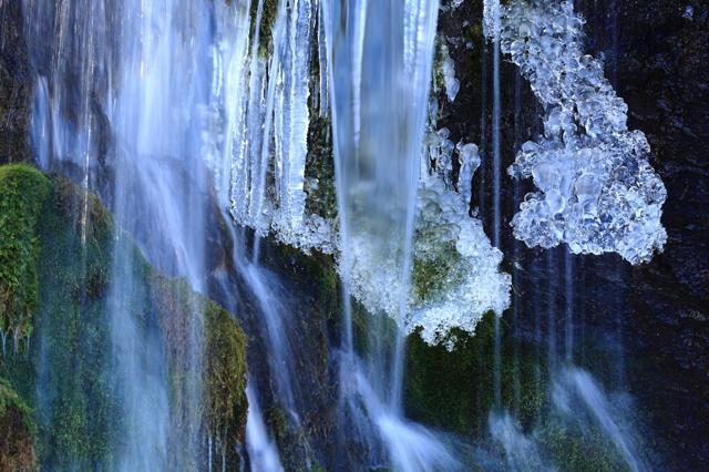 ベールの中の氷塊