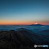 日の出に照らされ 紅富士