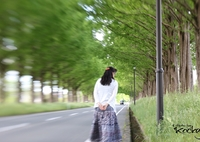 CANON Canon EOS 70Dで撮影した(Beautiful woman walking the street trees)の写真(画像)