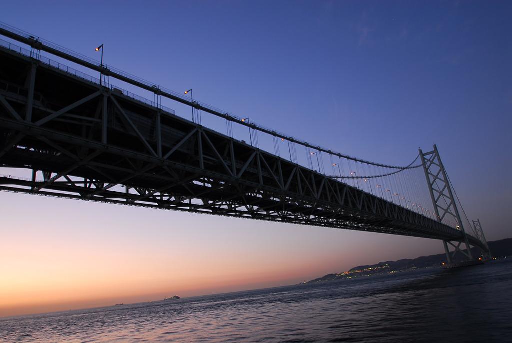 明石海峡の夜明け