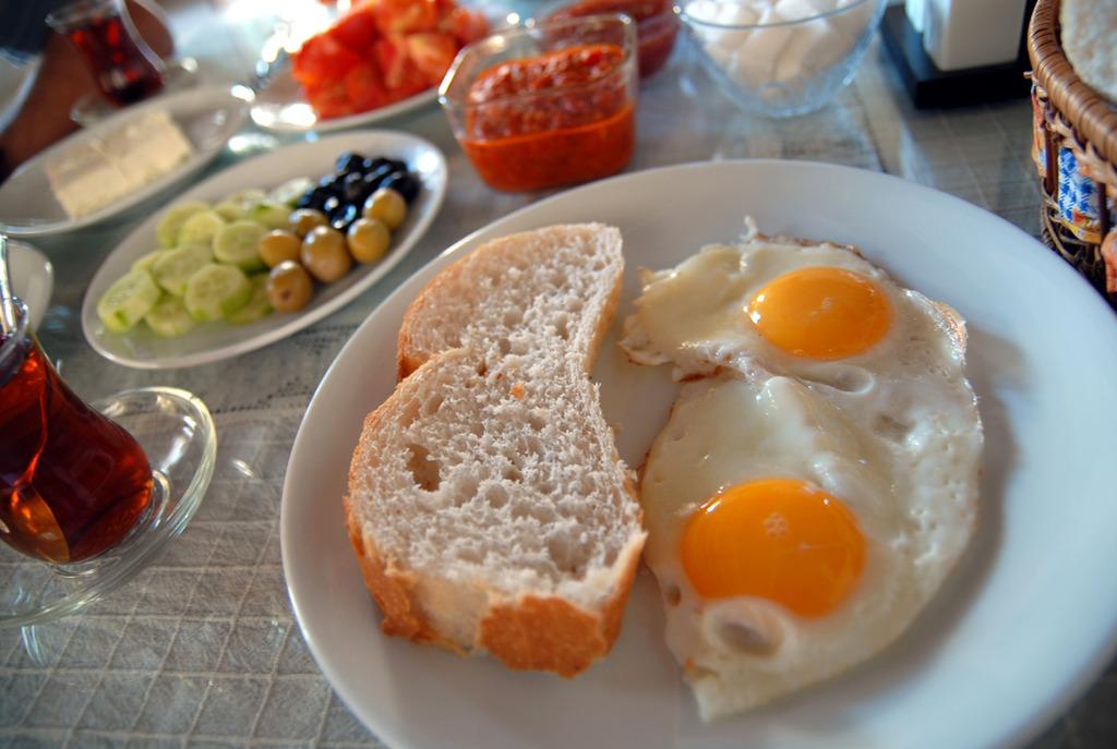 ギョレメで朝食