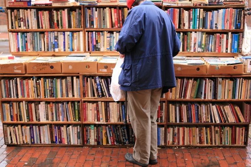 ハーバードの路上の本屋さん