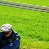 芝生まえでひとやすみ