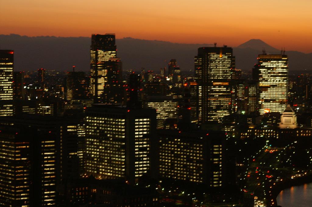 丸ビルから見た富士山