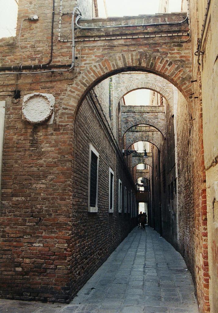 煉瓦の隘路