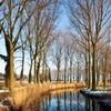 ダム・冬の散歩道