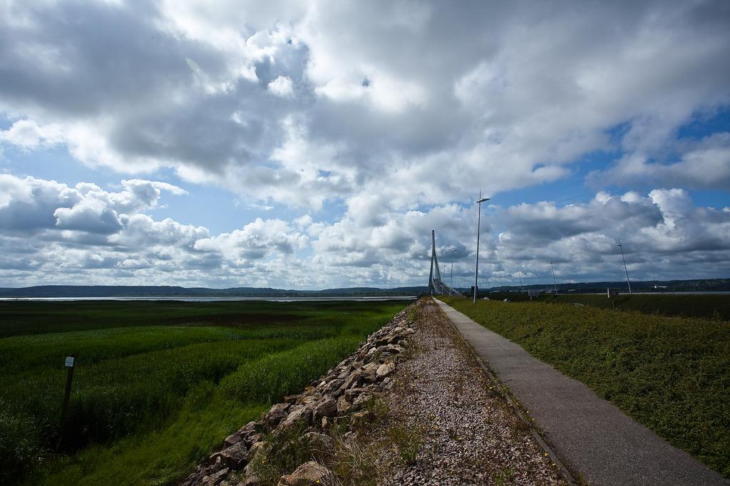 Stepping into the Sky-high Bridge