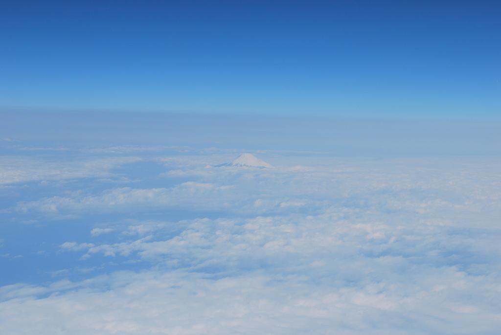 飛行機の中から見た富士山