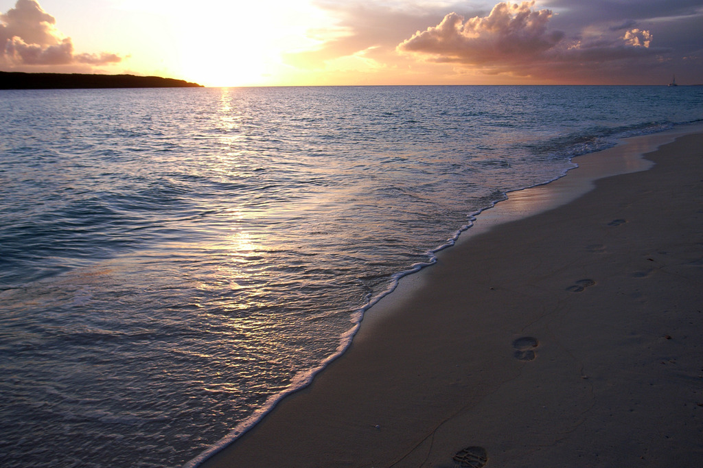 夕日と足跡