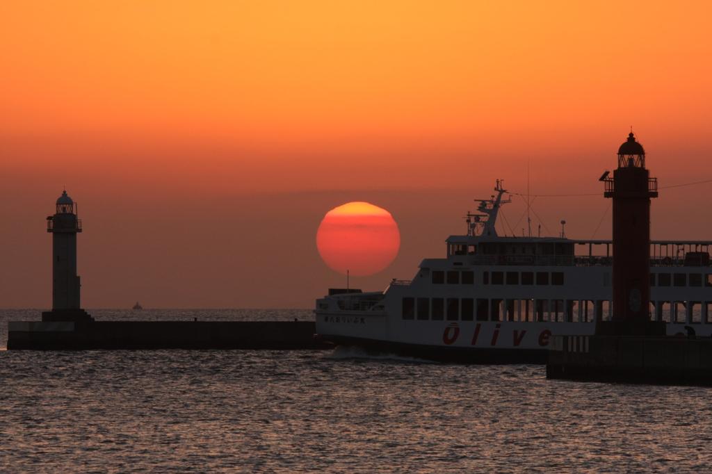 夕日と客船