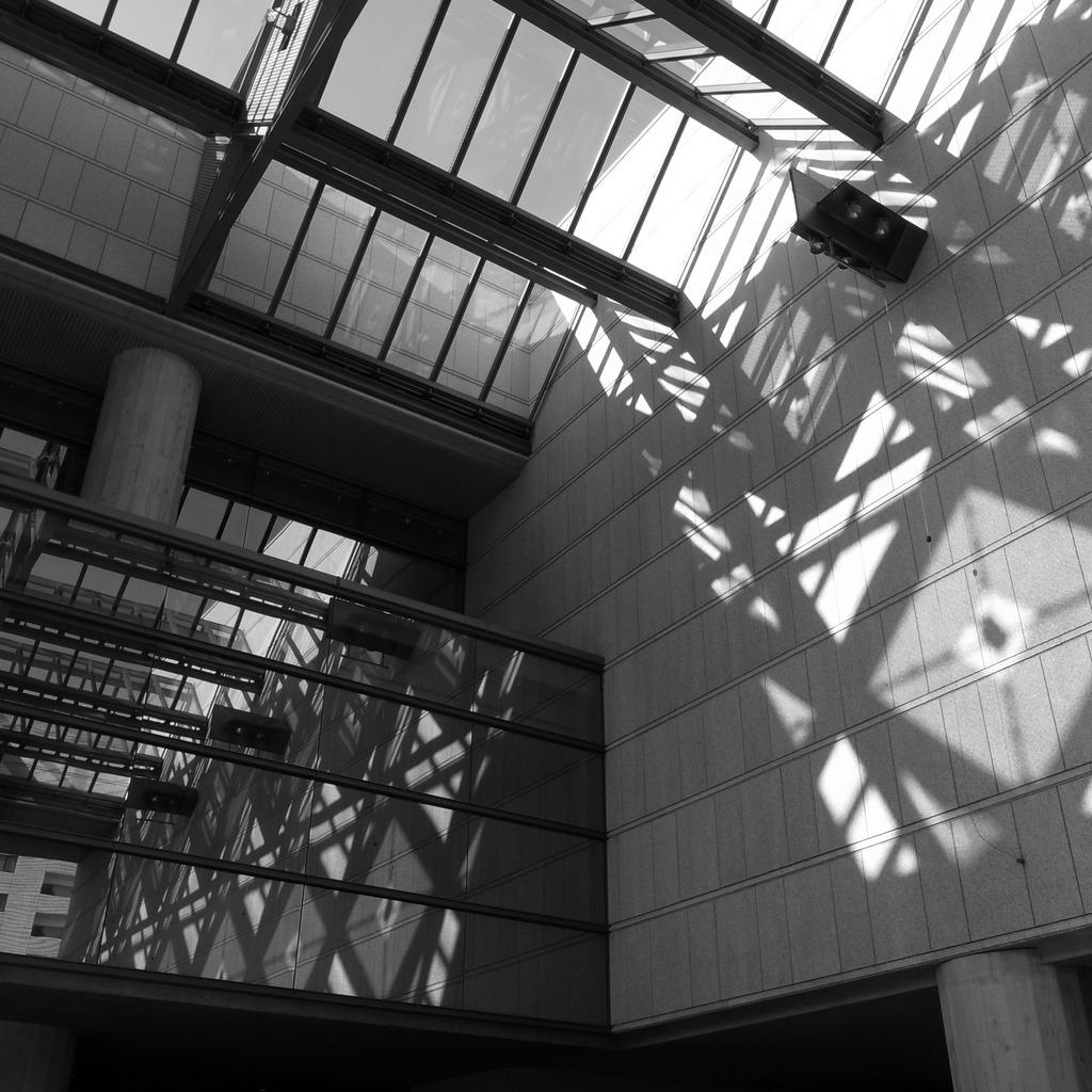 光と影の立体交差