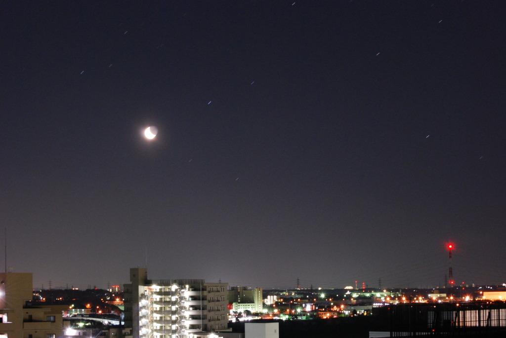 地平の月と星
