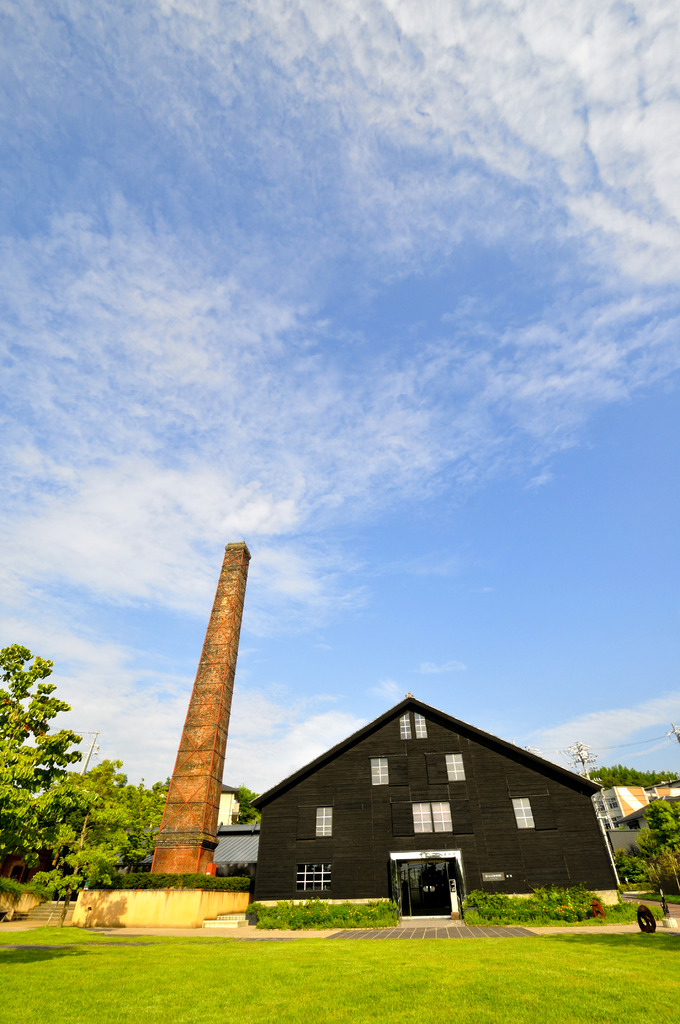 煙突と夏空