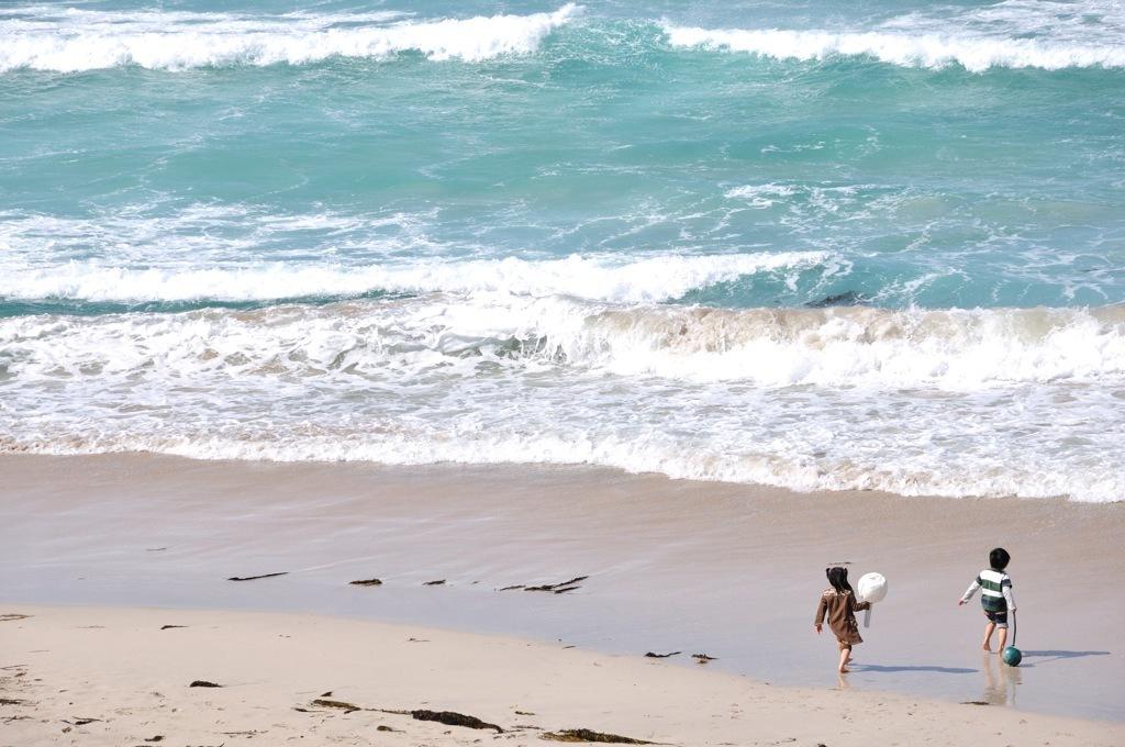 波打ち際は楽しいな♪