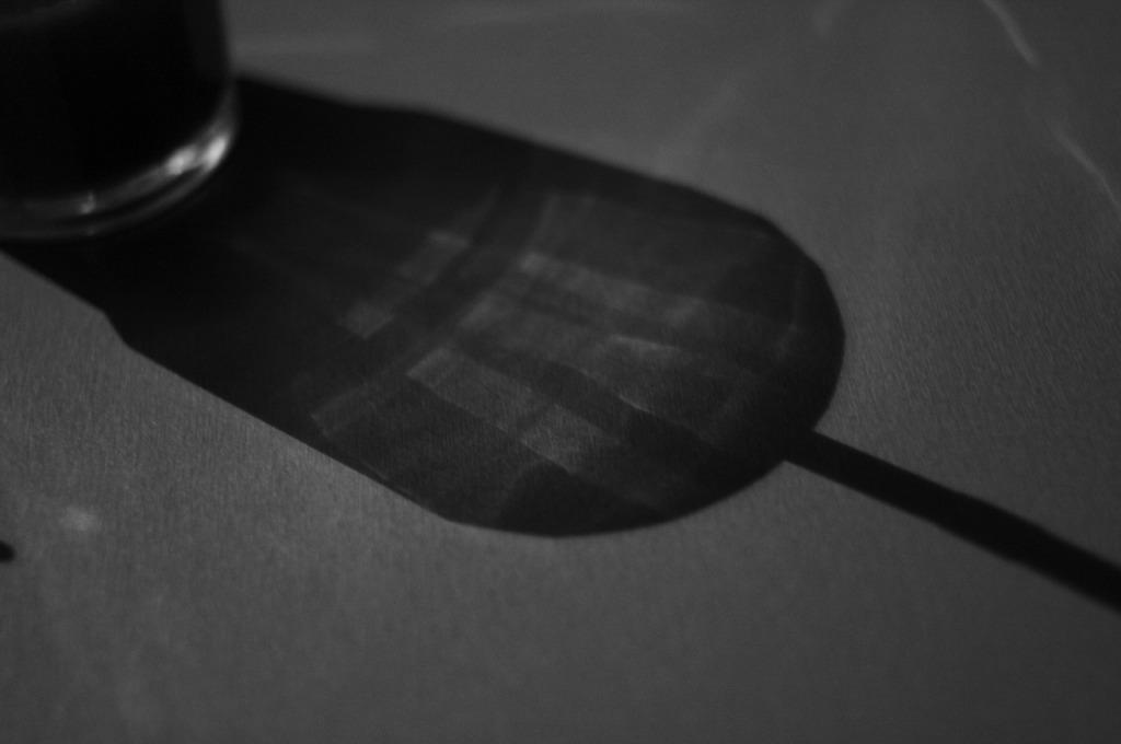 グラスの影