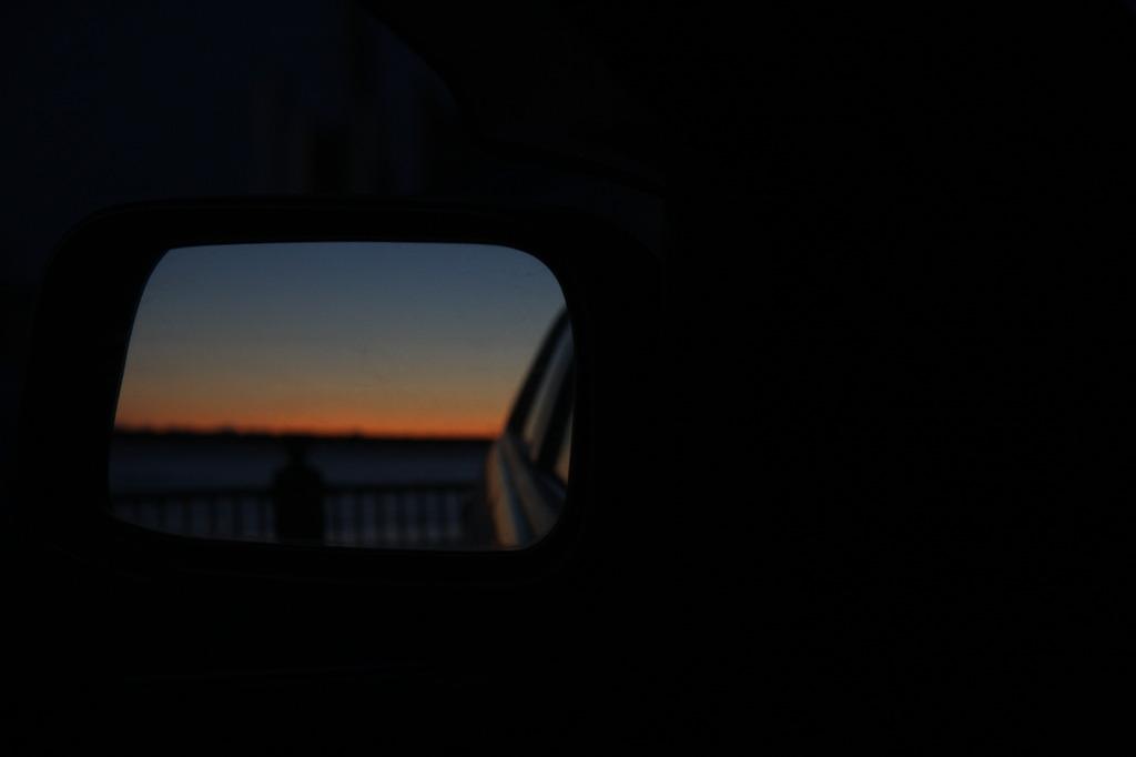 覗き見る夕景