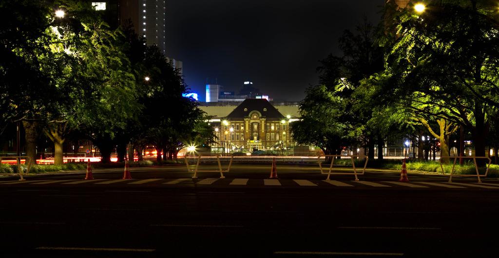 夏の夜の東京駅