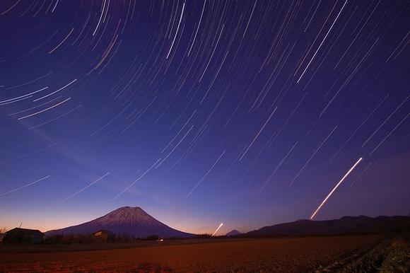 羊蹄山星景写真 日の出前