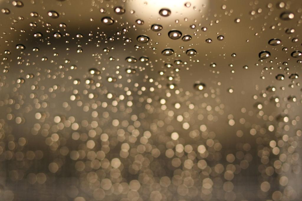 雨+ガラス+光=