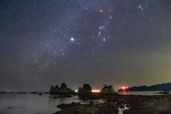 蓑掛石に流れる冬の銀河