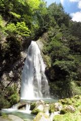銚子滝~青空を背景に