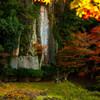 紅葉と摩崖仏