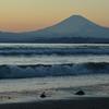 夕陽に染まりゆく富士山