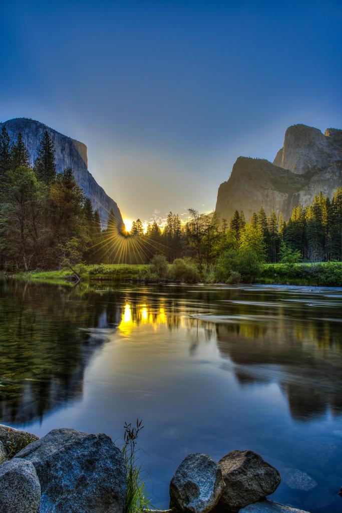 バレービューからの朝日  『ヨセミテ国立公園』