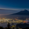 湖畔の夜景と富士を臨んで