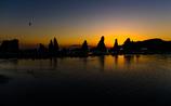 日の出を待つ海