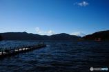 蒼い芦ノ湖より望む