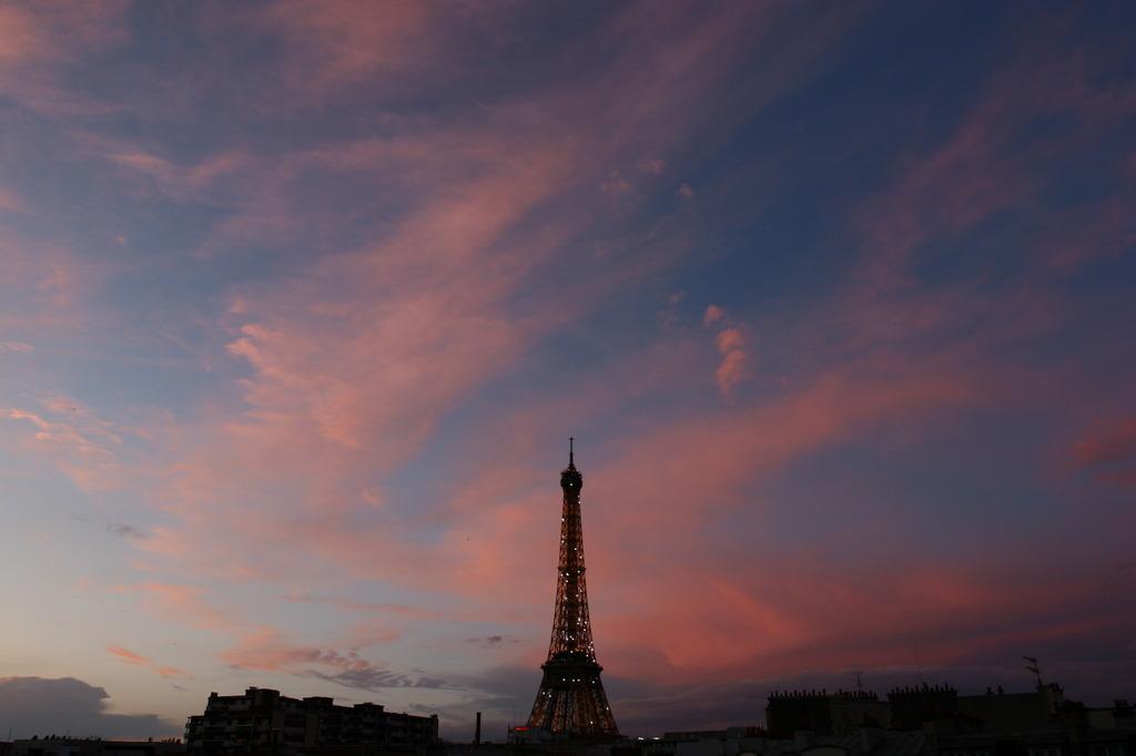 22:04, Paris, FR