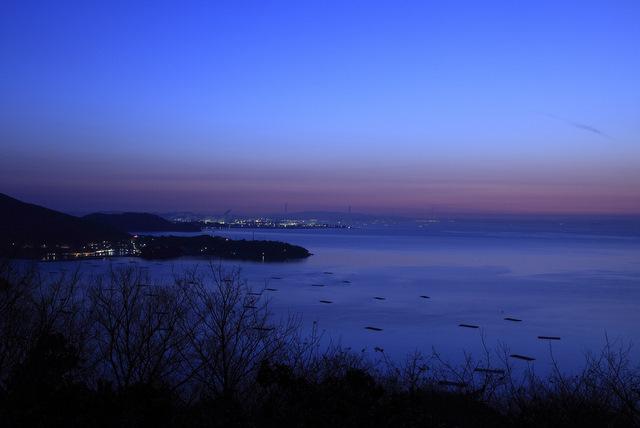 夜明け前の万葉岬