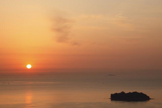 冬の万葉岬と朝日